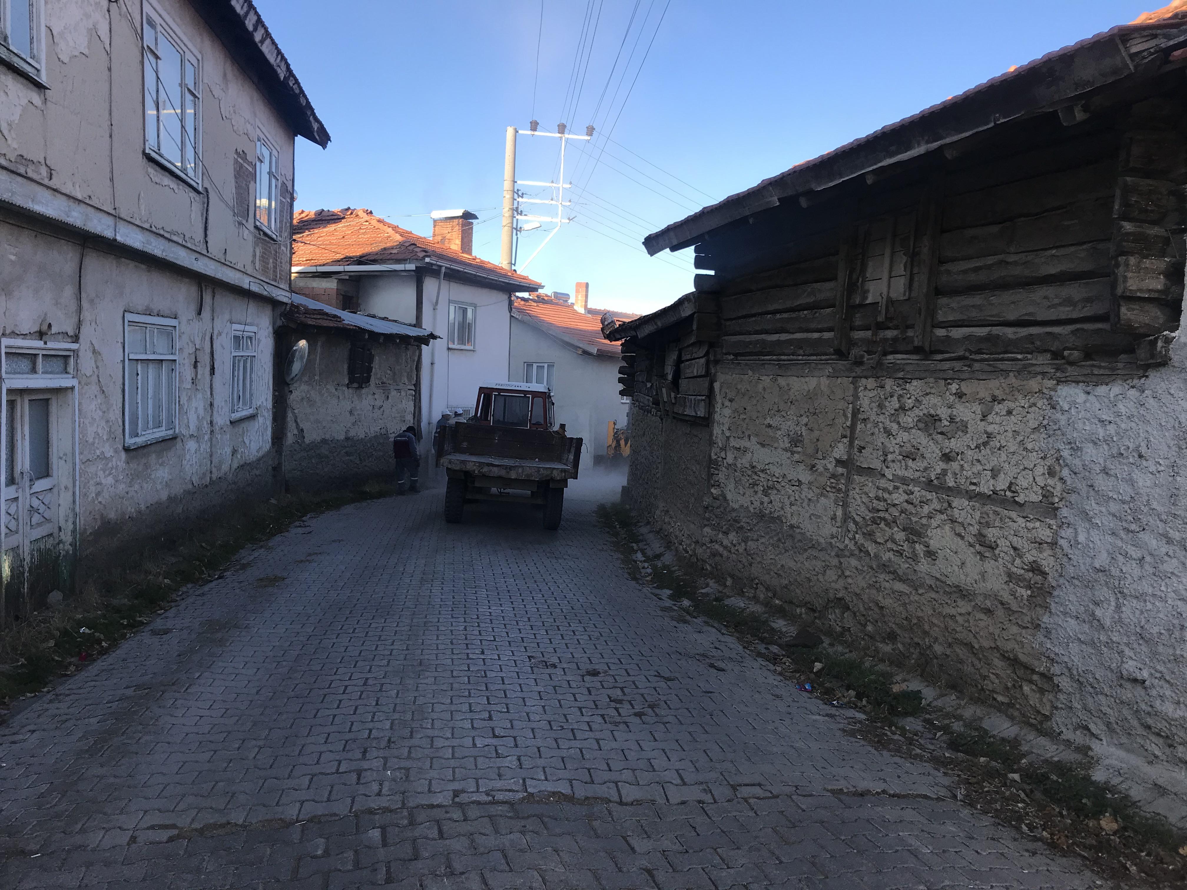 Çukurca Beldesi Osmanlı Mahallesinde yol genişletme çalışması